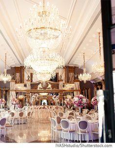 Hochzeitssaal exklusiv mit Kronleuchten