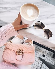A pink and white outfit with the gorgeous Gucci Marmont matelass mini bag. Gucci Handbags, Gucci Bags, Luxury Handbags, Gucci Purses, Chloe Bag, Gucci Disco, Southern Curls And Pearls, Tumbrl Girls, Vide Dressing