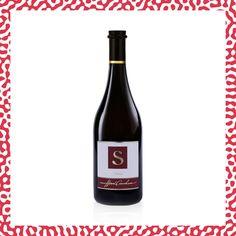 Ce vin a la typicité parfaite d'une Syrah. Son arôme est dominé par le poivre noir, tandis que le goût a une structure généreuse qui exprime un mélange de saveurs fruitées et minérales. Le domaine Henri Cruchon a été élu parmi les 125 meilleurs vignerons de Suisse au guide Gault & Millau 2020. Pinot Noir, Henri, Bottle, Vineyard, Natural Treatments, Pepper, Switzerland, Flask, Jars