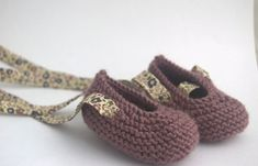 Baby shoes with Liberty bias ties Baby Doll Shoes, Crochet Baby Shoes, Crochet Baby Booties, Baby Booties Knitting Pattern, Baby Knitting Patterns, Baby Slippers, Knitted Slippers, Baby Bootees, Baby Sewing