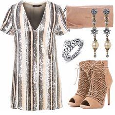 Vestito corto in paillettes ideale per essere indossato nelle serate di festa o party, lo completo con pochette e stivaletti nude, anello argentato e orecchini pendenti con fiori e perla.
