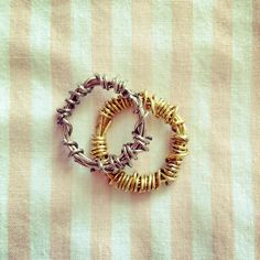 """I make this with paper clips bc I love June and Day"" @Marie_Lu pic.twitter.com/EOnvsL5A9d #Legend #Prodigy #yalit"
