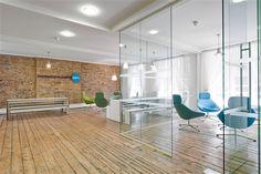 Ruwe materialen, glas, witte muren ... zie meer http://www.officesnapshots.com/2012/08/31/moneysupermarket-coms-london-offices/