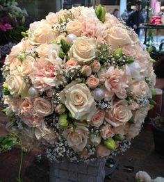 Wedding Deco - Roses in cream and peach