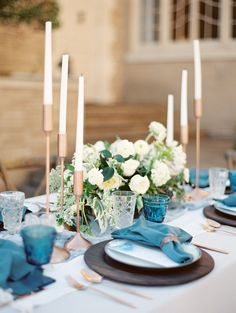 blue table details