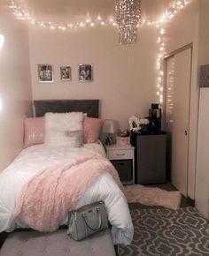 40 cute bedroom ideas for small rooms dorm room inspiration Cute Room Decor, Teen Room Decor, Wall Decor, Room Decor Diy For Teens, Dorm Room Decorations, Diy Room Decor Tumblr, Room Lights Decor, Tumblr Bedroom, Lights In Dorm Room