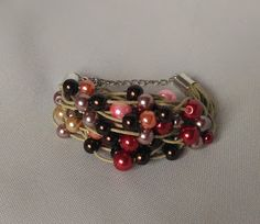Ręcznie robiona biżuteria.  Handmade jewelry. Bransoletka sznurkowa ze szklanymi perełkami.