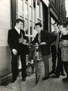vintage everyday: 20 Vintage Photos of Dapper British Teddy Boys and Girls from… Teddy Boys, Teddy Girl, South London, Boy London, London Style, 1950s Fashion, Boy Fashion, Fasion, Vintage Fashion