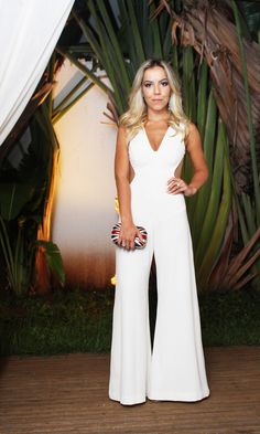 macacão branco longo - Pesquisa Google White Fashion, I Love Fashion, Fashion Design, Women's Fashion, Jumpsuit Elegante, Cocktail Jumpsuit, Maxi Romper, Hot Outfits, Madame