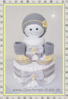 Windeltorte mit Baby Stiefel und Mütze gelb weiss von Geschenke-Eckle auf DaWanda.com