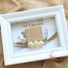 New Wedding Gifts Frame Shadow Box Ideas Wedding Hamper, Wedding Boxes, Edible Wedding Favors, Rustic Frames, Wedding Mood Board, Rustic Flowers, Paper Flowers Diy, Frame Crafts, Wedding Crafts