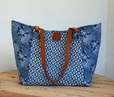 """Shweshwe Bag """"Isabella"""" Navy/White African Accessories, Fashion Accessories, Dandelion Designs, Three Cats, Diy Bags, Bag Patterns, African Fashion, Navy And White, South Africa"""