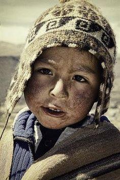 Acabo de compartir la foto de Milton Rodriguez Triviños que representa a: Niño del Colca