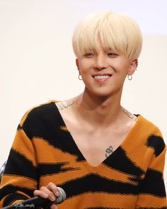 Happy Mino at his fansign event.