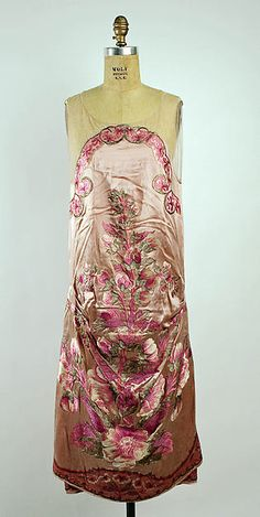 Evening dress Callot Soeurs (French, active Date: Culture: French Medium: silk, silver thread Dimensions: Length at CB: 36 in. cm) Credit Line: Gift of Mrs. Nathaniel Bowdich Potter, 1951 Accession Number: This artwork is not on display 20s Fashion, Fashion Moda, Art Deco Fashion, Fashion History, Retro Fashion, Vintage Fashion, Fashion Design, Edwardian Fashion, Gothic Fashion