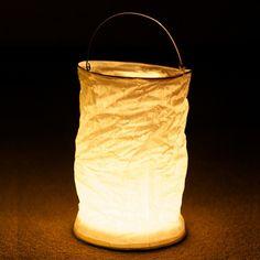Linternas colgantes de papel con luz para decoraciones elegantes, de www.fiestafacil.com - €4.95 para 2 / Hanging light paper lanterns, for elegant decorations, from www.fiestafacil.com