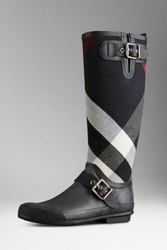 Discover the range of women's boots from Burberry. Shop from a variety of luxury leather boots featuring platforms, biker boots, ankle and riding boots Stylish Rain Boots, Ankle Boots, Peep Toe, Valentino Rockstud, Kinds Of Shoes, Old Hollywood Glamour, Fancy Pants, Pumps, Heels