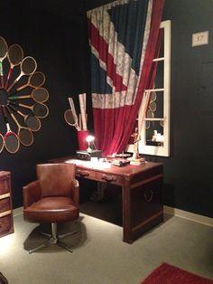 Trunk desk and office chair by Flexsteel Furniture. // www.KeyHomeFurnishings.com