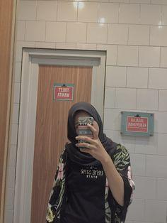 Casual Hijab Outfit, Ootd Hijab, Hijab Chic, Girl Hijab, Modern Hijab Fashion, Girls Without, Tumblr Girls, Aesthetic Photo, Ulzzang Girl