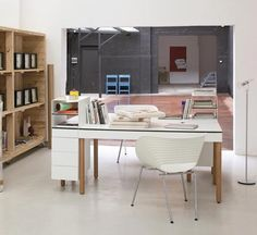 Tray desk by Pedro Feduchi for Herman Miller - perfect workspot @home on my wishlist