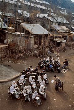 School   Steve McCurry Story Of The World, People Of The World, Schools Around The World, Around The Worlds, Nepal, Photo Documentary, Picture Stand, Intimate Photos, Steve Mccurry