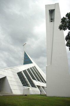 Church of the Gesu, Ateneo de Manila University, Philippines Architect: Gines Rivera Philippine Architecture, Church Architecture, Place Of Worship, Contemporary Architecture, Manila, Philippines, Countries, Skyscraper, Nostalgia