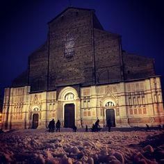 """A tutti quelli che """"il venerdì sera non ci ferma neanche la neve"""" #Bologna - Instagram by alessandro_grosso"""