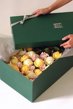 box of organic roses, lily lodge, los angeles, flowers, flowers in a box, west hollywood, flowers, luxury