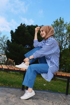 Many more like this can be found at the website! Give it a look for what we pick best for each category! Hijab Chic, Hijab Style, Casual Hijab Outfit, Hijab Dress, Muslim Fashion, Modest Fashion, Fashion Outfits, Modest Dresses, Modest Outfits