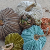 Plush pumpkins made using real stems, plush acorns w/real acorn caps. SO STINKING CUTE. I really REALLY want some of these...