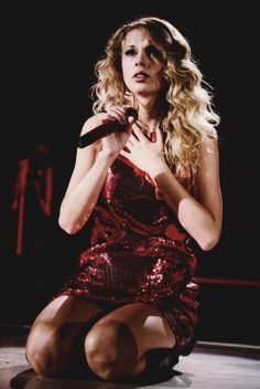 """Taylor swift singing """"Forever and Always"""" The Fearless tour! That is my favorite song ever!"""
