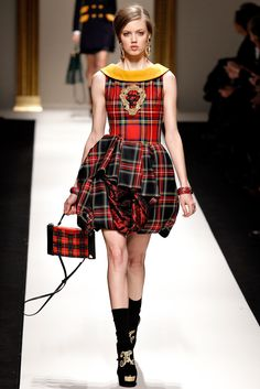 Moschino Fall 2013 Ready-to-Wear Fashion Show - Lindsey Wixson