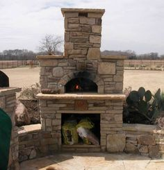 pizza oven enclosure - DeeDee check it out and let B see this - AWESOME Pizza Oven Outside, Outdoor Pizza Oven Kits, Home Pizza Oven, Outdoor Oven, Barbacoa, Pizza Oven Fireplace, Outside Fireplace, Oven Design, Outdoor Fireplace Designs