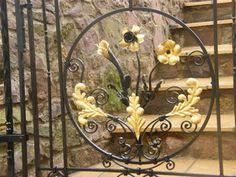 Metal garden gates – wrought iron garden gates or modern designs? Wrought Iron Garden Gates, Metal Gates, Wrought Iron Doors, Diy Design, Front Gate Design, Antique Iron, Backyard Garden Design, Iron Work, Exeter