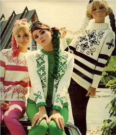 Sweaters seventeen magazine, november I remember it well (I also worshipped Colleen Corby) 60s And 70s Fashion, Mod Fashion, Fashion Models, Vintage Fashion, Sporty Fashion, Fashion Women, Crochet Vintage, Vintage Knitting, Vintage Ski