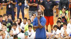 No todos los días se exhibe uno ante Michael Jordan: Este niño lo hizo y… tuvo recompensa (Vídeo)