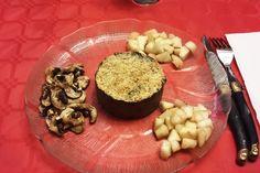 Pâté cru forestier saupoudré de levure maltée + dés de poire et champignons crus marinés / Forest raw pâté sprinkled with malted yeast + dice of pear and marinated raw mushrooms 2014-12-24