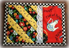 So Artes Criativas: Mug Rug bug - love the lace! Quilted Coasters, Quilted Potholders, Quilting Projects, Quilting Designs, Sewing Projects, Patchwork Quilting, Small Quilts, Mini Quilts, Mug Rug Patterns