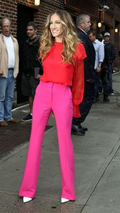 Sarah Jessica Parker + pink pants +red blouse