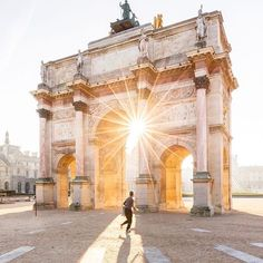 "336 Me gusta, 5 comentarios - Wilkie (@wilkieblog) en Instagram: ""We'll always be in Louve with Paris. Carrousel du Louvre, l'Officiel. Photo by @loic80l"""