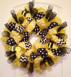 Deco Mesh Wreath: Yellow With Ribbons, Tubing and Bumble Bees #DecoMesh