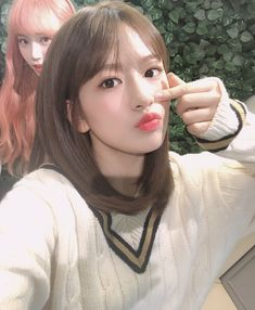 iz*one yujin and chaewon Kpop Girl Groups, Kpop Girls, Pre Debut, Yu Jin, Japanese Girl Group, Kim Min, Gal Pal, Cute Beauty, K Idol