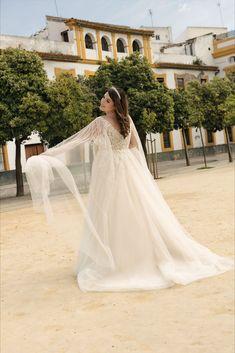 Ein Kleid zwei verschiedene Looks Dieses Kleid verfügt über abnehmbare Tüll-Ärmel Curvy Bride, Vintage Stil, Lady, Plus Size, Bridal, Wedding Dresses, Model, Fashion, Suit Accessories