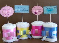 mini-cakes de pañales  pañales,cinta organdí/decorativas,cartulinas trabajo manual