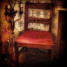 """Cadeira de costura D.Maria I em vinhático com embutidos -""""Flores""""."""