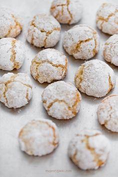 Miękkie ciasteczka migdałowe Amaretti Amaretti Cookies, Sweet Corner, Sweet Bakery, Polish Recipes, Cake Cookies, Cookie Recipes, Food And Drink, Tasty, Sweets