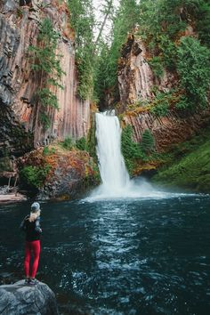 10 best waterfall hikes that are a must see for anyone visiting Oregon. Oregon Road Trip, Oregon Travel, Travel Usa, Travel Info, Travel Vlog, Shopping Travel, Travel Channel, Travel Tips, Vacation Places