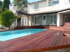 Terrasse de piscine en Merbau visserie cachée avec margelle ...