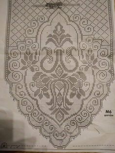 This Pin was discovered by Νέν Crochet Table Runner, Crochet Tablecloth, Crochet Doilies, Crochet Flowers, Filet Crochet Charts, Crochet Diagram, Crochet Home, Crochet Crafts, Doily Patterns