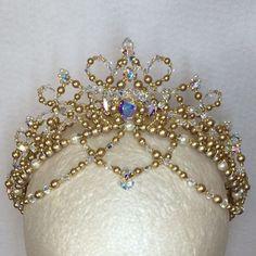 いいね!81件、コメント3件 ― Tomoko Tonookaさん(@impresse_ballet_tiara)のInstagramアカウント: 「オーロラ姫のティアラ✨✨ キラキラ感を見てくださいね!  #ballet #ballerina #ballettiara #tiara #princesstiara #weddingtiara…」